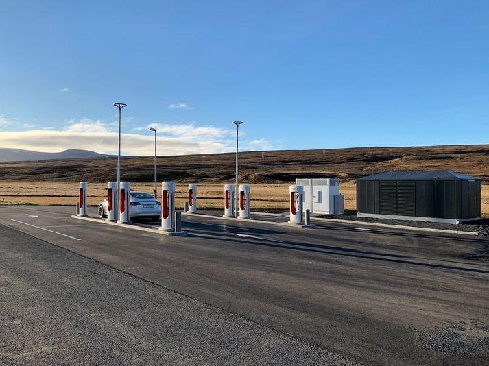 Hleðslustöð Tesla við Staðarskála.
