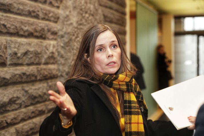 Katrín Jakobsdóttir forsætisráðherra í þinghúsinu eftir tilkynningu Sigríðar Andersen.