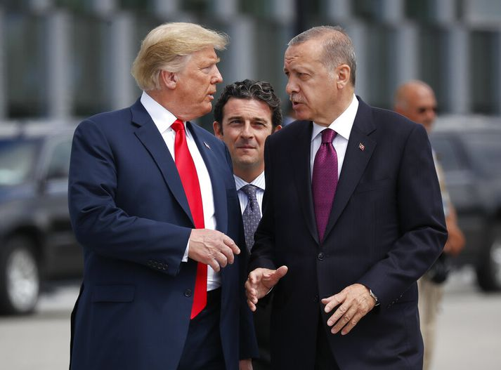 Trump og Erdogan ræða saman í júlí. Bandaríkjastjórn tilkynnti um meiriháttar stefnubreytingu í Sýrlandi eftir símtal þeirra í gær.