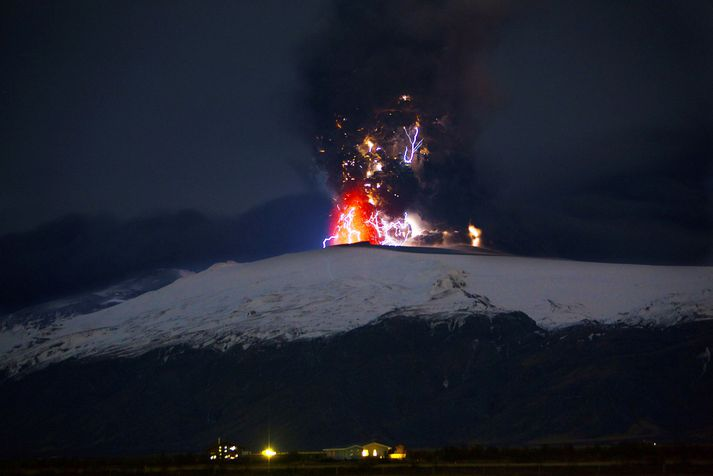 Frá eldgosinu í Eyjafjallajökli. Gosið í toppgígnum stóð frá 14. apríl til 23. maí 2010.
