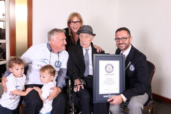 Israel Kristal lést í gær 113 ára gamall. Hann hlaut viðurkenningu frá Guinness World Records fyrir að vera elsti maður heims.