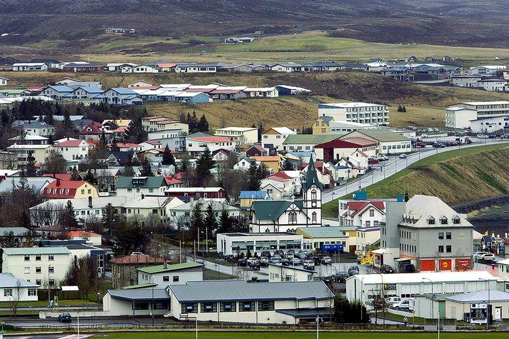 Móðir stúlkunnar segir þöggun um einelti ís samfélaginu á Húsavík. Hún hvetur foreldra til að ræða við börn sín.