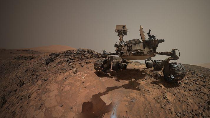 Sjálfsmynd sem Curiosity-jeppinn tók af sér í hlíðum Sharp-fjalls á Mars árið 2015.