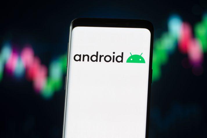 Meirihluti seldra snjallsíma á Íslandi notast við Android stýrikerfið frá Google.