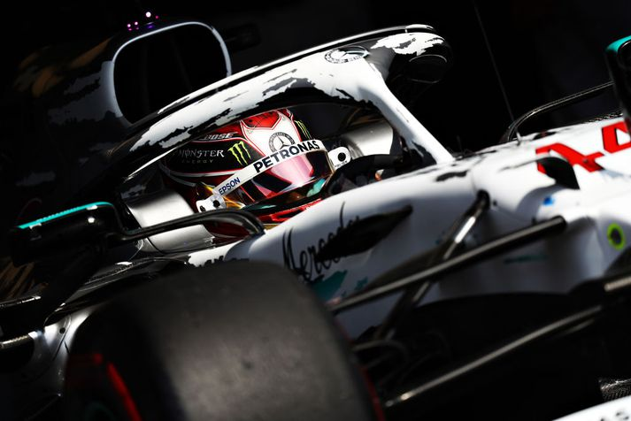 Lewis Hamilton í brautinni