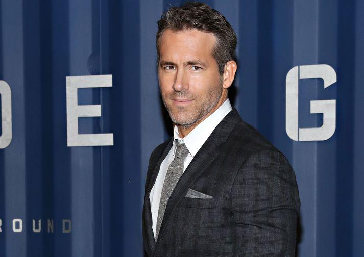 Stórleikarinn Ryan Reynolds hefur áhuga á að kaupa þriðja elsta fótboltafélag heims.