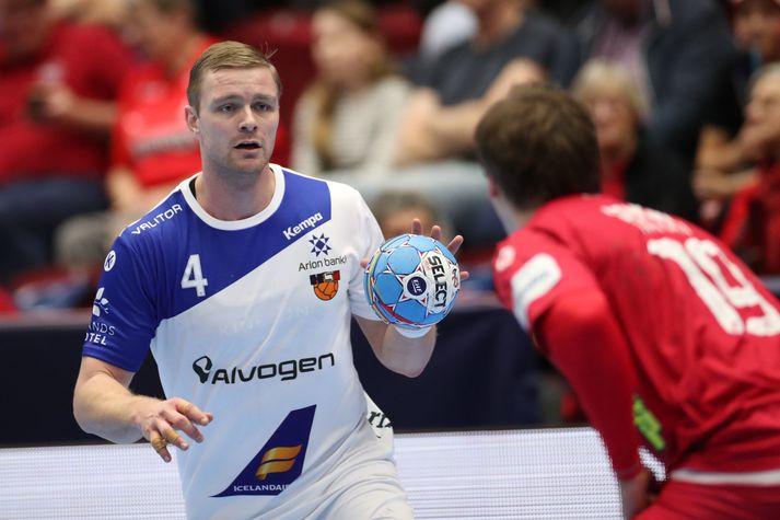 Aron Pálmarsson og félagar hans í Aalborg unnu stórsigur í danska handboltanum í dag.