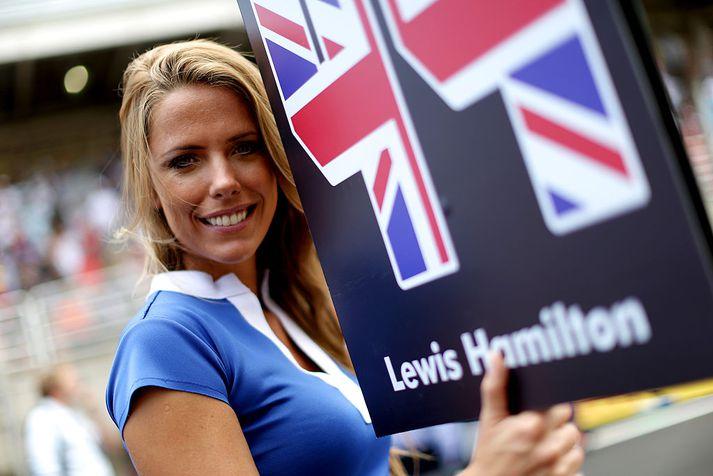 Lewis Hamilton vill fá stelpur til þess að fylgja sér úr bílnum og upp á verðlaunapall