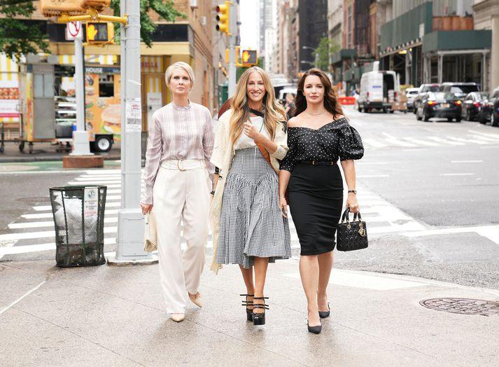 Vinkonurnar Miranda, Carrie og Charlotte hafa snúið aftur, aðdáendum til mikillar gleði.