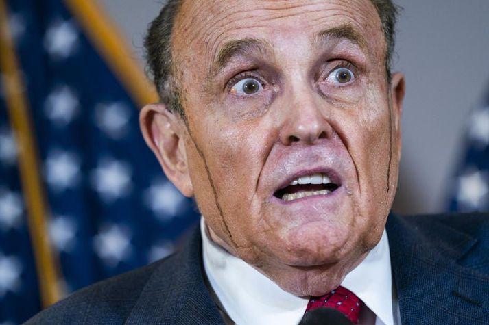 Úkraínumennirnir eru meðal annars taldir hafa komið misvísandi upplýsingum um Joe Biden í hendur Rudys Giuliani, persónulegs lögmanns Donalds Trump.