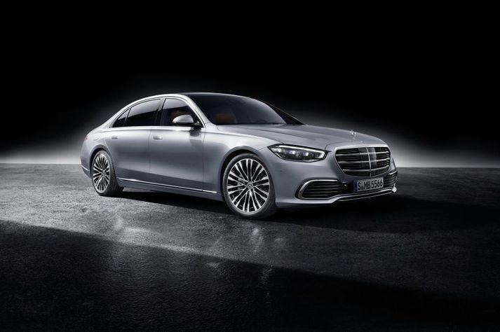Mercedes-Benz S-Class, í hightech silver lit.
