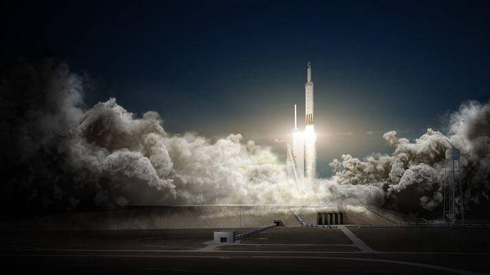 Frá tilraunaskoti Falcon Heavy þegar Stjörnumanninum var skotið út í sólkerfið.