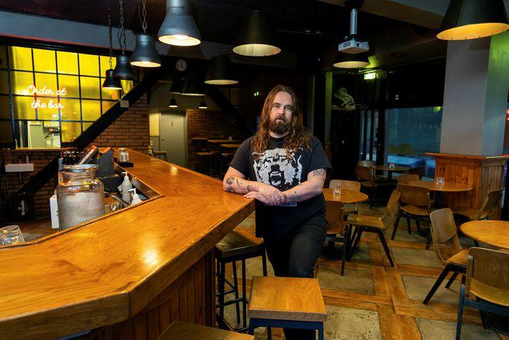 Björn Árnason og tómur Skúli craft bar, eins og hann hefur verið síðan 4. október.