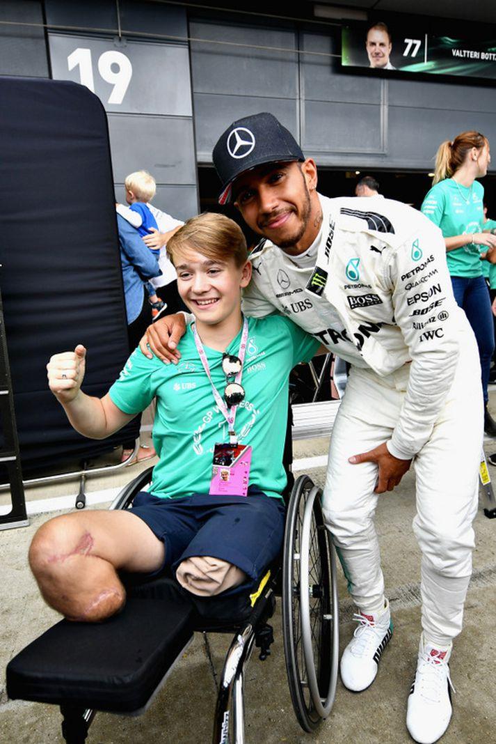 Billy Monger með Lewis Hamilton.