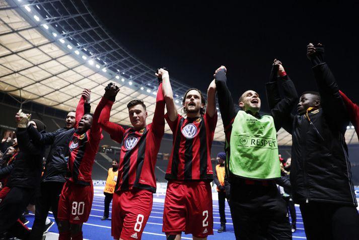 Leikmenn Ostersunds FK fagna sæti í 32 liða úrslitunum á Ólympíuleikvanginum í Berlín í kvöld.