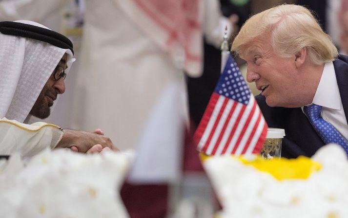 Trump ræðir við Mohammed bin Zayed al-Nahyan, krónsprins Abú Dabí og raunverulegan leiðtoga Sameinuðu arabísku furstadæmanna.