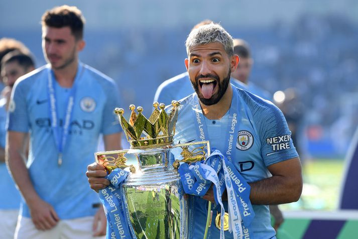 Sergio Aguero fagnar Englandsmeistaratitlinum með Manchester City. Hann á von á vænum bónus vinni Manchester City Meistaradeildina efrtir sautján daga.