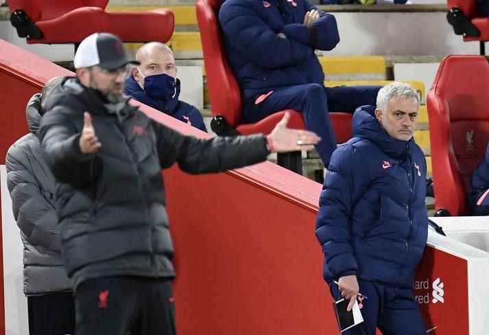 José Mourinho segir að Jürgen Klopp komist upp með ýmislegt á hliðarlínunni sem hann komist ekki upp með.