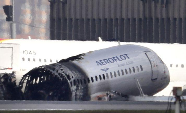 Brak Sukhoi-þotu Aeoroflot á Sjeremetjevóflugvelli.