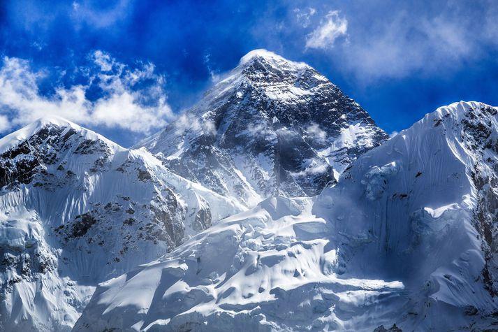Everest-fjall er 8.848 metra hátt. Eða 8.844. Eða eitthvað þar á milli kannski? Það kemur í ljós á morgun.