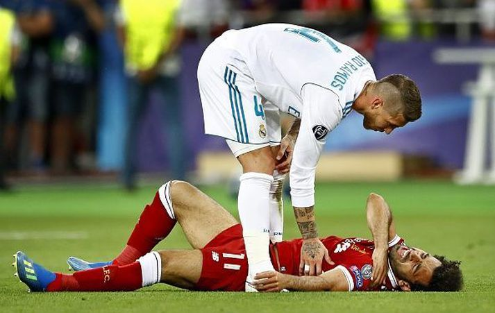 Ramos huggar Salah eftir atvikið umdeilda.