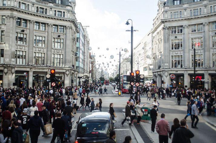 Oxford gata er mjög vinsæl og þar má iðulega finna mikið fjölmenni.