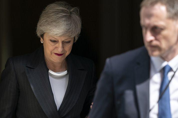 Theresa May forsætisráðherra yfirgefur Downing Stræti 10.