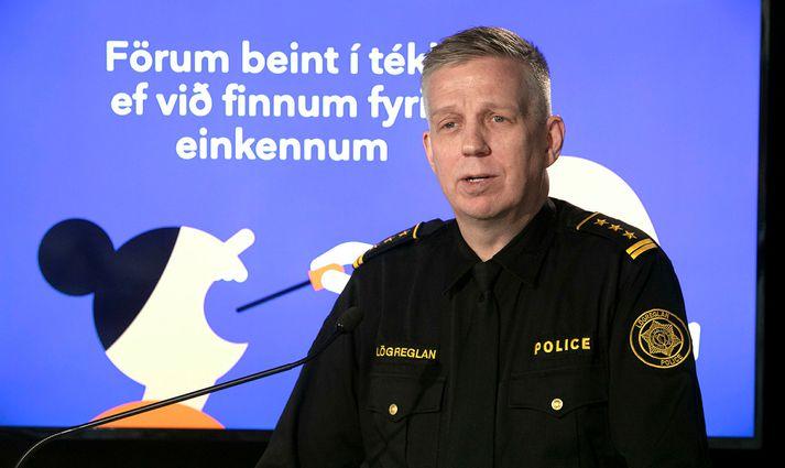 Víðir hefur áhyggjur af því hve margir virði ekki reglur og sæki fólkið sitt út á Keflavíkurflugvöll.