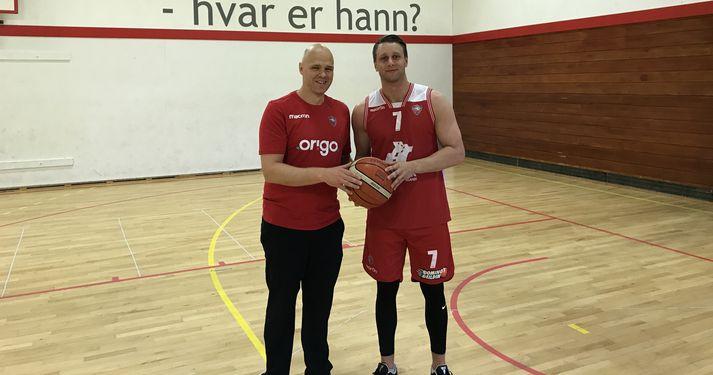 Ágúst Björgvinsson, þjálfari Vals og Oddur Rúnar við undirskriftina í dag.