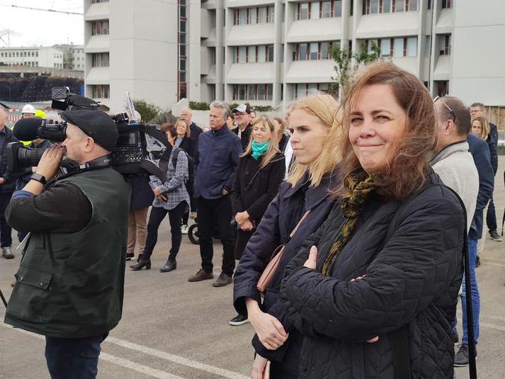 Svandís Svavarsdóttir við skóflustungu á nýju rannsóknahúsi Landspítala á Hringbraut.