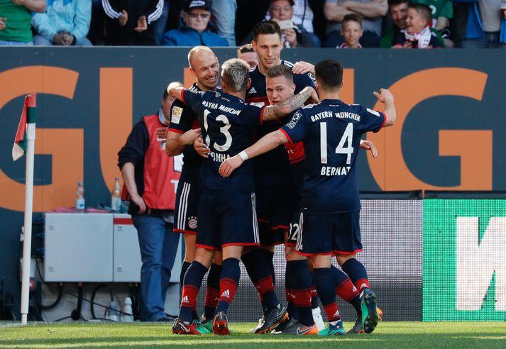 Leikmenn Bayern fagna í dag