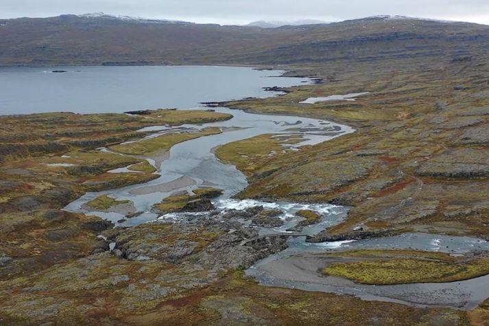 Séð yfir Hvalárfoss og ósa Hvalár þar sem vegurinn endar. Ófeigsfjörður í baksýn.