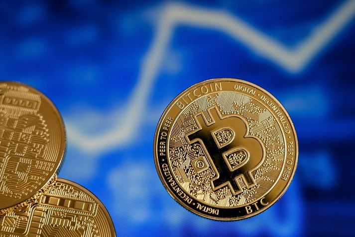 Bitcoin hafði þegar mest var tapað tæpum þrjátíu prósentum af verðmæti sínu á einum sólarhring.