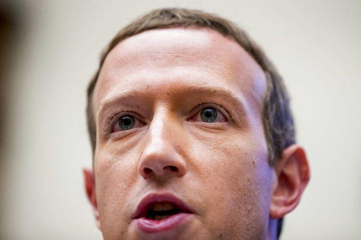 Mark Zuckerberg, forstjóri Facebook, hefur verið tregur til að aðhafast nokkuð vegna umdeildra færslna Trump Bandaríkjaforseta jafnvel þegar þær virðast brjóta gegn notendaskilmálum miðilsins.