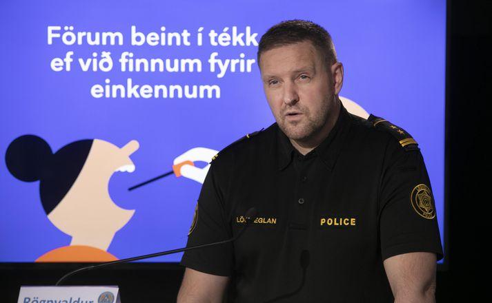 Rögnvaldur Ólafsson aðstoðaryfirlögregluþjónn minnir fólk á að fara í sýnatöku við minnstu einkenni Covid-19.