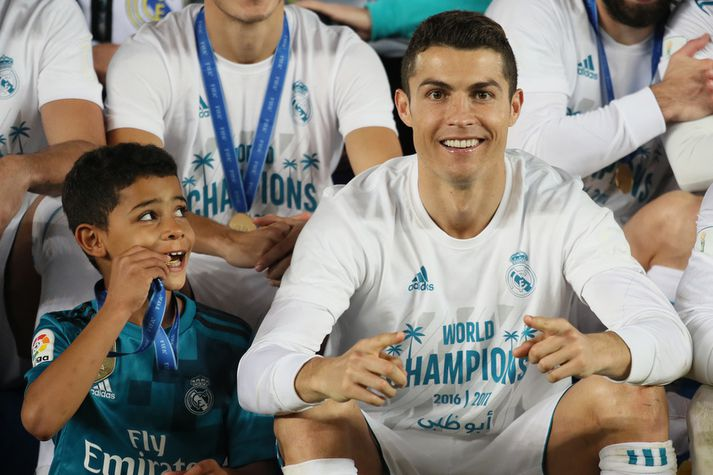 Cristiano Ronaldo yngri og Cristiano Ronaldo eldri.