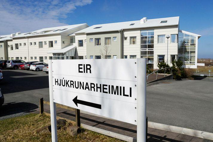 Þrír íbúar Eirar eru nú smitaðir af kórónuveirunni.