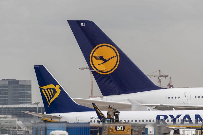 Vélar á vegum Ryanair og Lufthansa á flugbraut í Frankfurt.