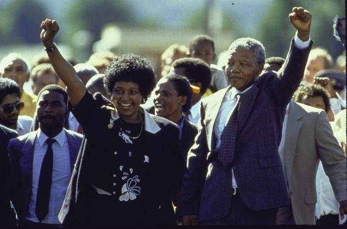 Winnie og Nelson Mandela í febrúar árið 1990 þegar Nelson var sleppt úr haldi.