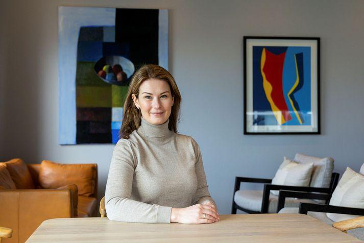 Sara Lind Guðbergsdóttir sérfræðingur hjá Ríkiskaupum og þýðandi bókarinnar Styttri.