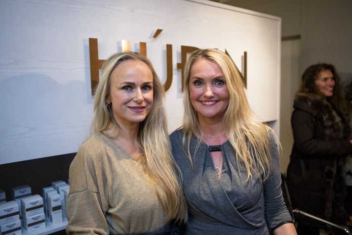 Lára G. Sigurðardóttir og Sigríður Arna Sigurðardóttir buðu í opnunarhóf.