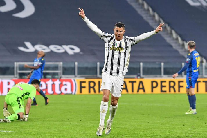 Cristiano Ronaldo fagnar hér einu af hundrað mörkum sínum fyrir Juventus.