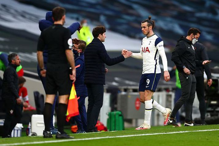 Gareth Bale skoraði fyrra mark Tottenham. Hér sést hann ásamt Ryan Mason, tímabundnum stjóra Tottenham.