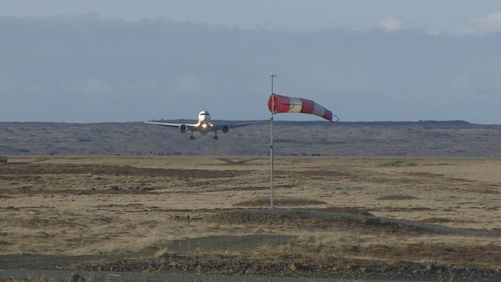 Flugvél Delta við lendingu á Keflavíkurflugvelli í morgun.