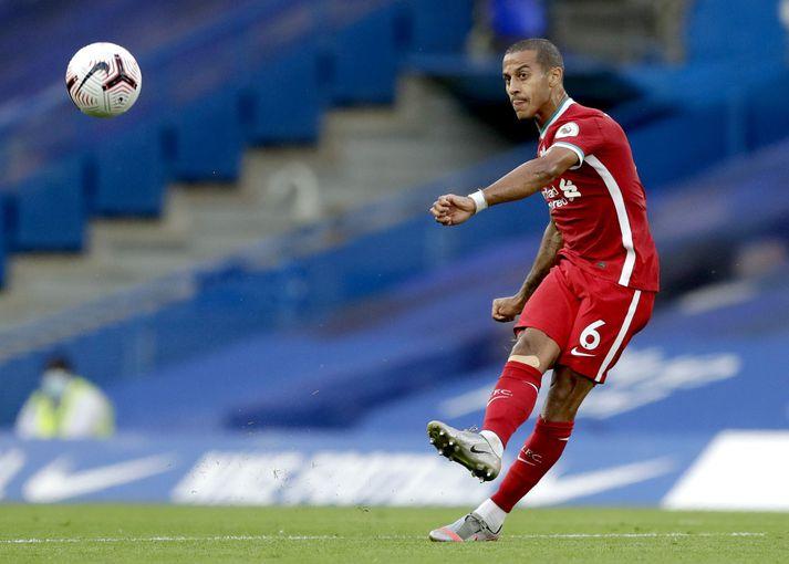 Thiago Alcantara þreytti frumraun sína með Liverpool gegn Chelsea í gær.