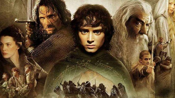 Hringadróttinssaga var skrifuð af J.R.R Tolkien en færð í kvikmyndaform af Peter Jackson.