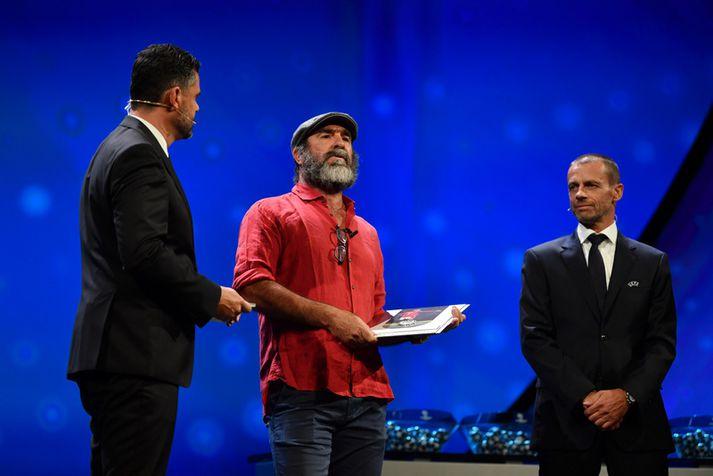 Eric Cantona flytur hé ræðu sína á Meistaradeildardrættinum í gær.