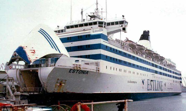 Estonia var á leið frá Eistlandi til Svíþjóðar þegar hún sökk. Flakið liggur á aðeins um 80 metra dýpi.
