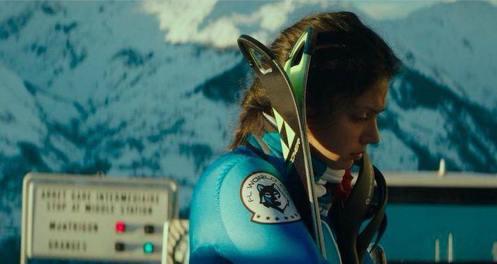Noée Abita í hlutverki Lyz í Slalom.