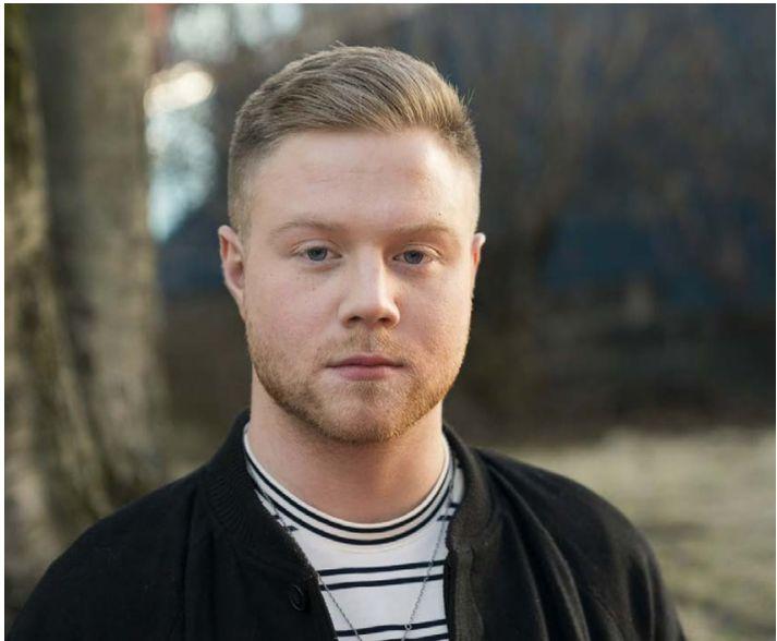 Alexander var farinn að kenna sjálfur í Reykjavík Makeup School innan við ári eftir útskrift.